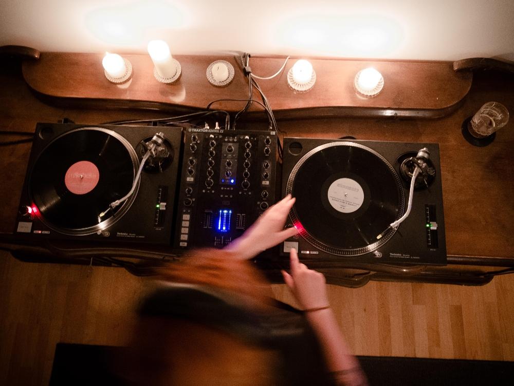 Ava Delay, female techno dj, femmecul, berlin dj